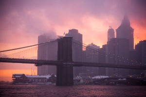 Brooklyn_bridge_in_snowstorm