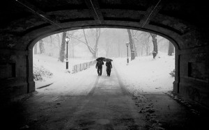couple_in_snowstorm_central_park