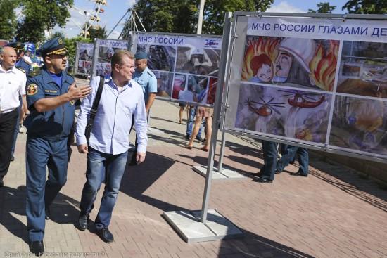 Показ техники в Твери, и фотовыставка на 25-летие МЧС.