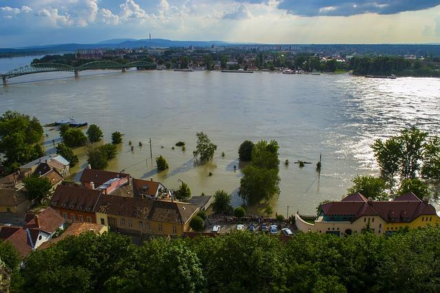 На дамбе-памятнике обсуждается возможное открытие выставки в честь памяти о наводнении в 2013 году.