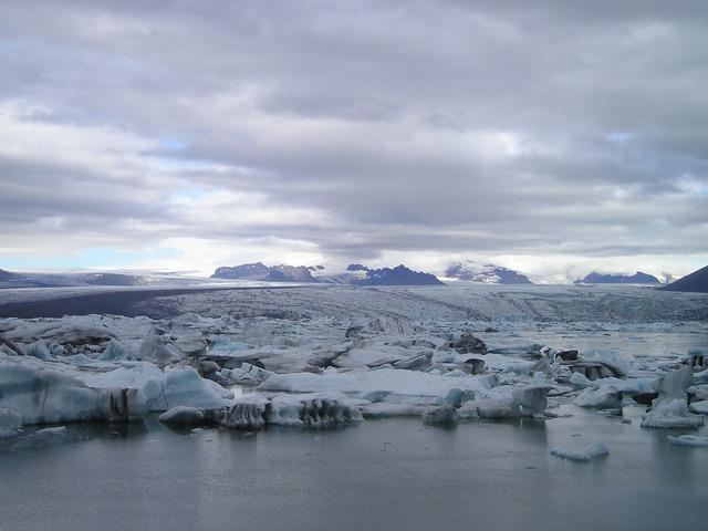 Новосибирск первым увидит фотовыставку, посвященную приключениям школьников на Северном полюсе.
